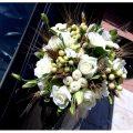 Μοντέρνα διακόσμηση γάμου με rustic σχεδιασμό και ρομαντική διάθεση.